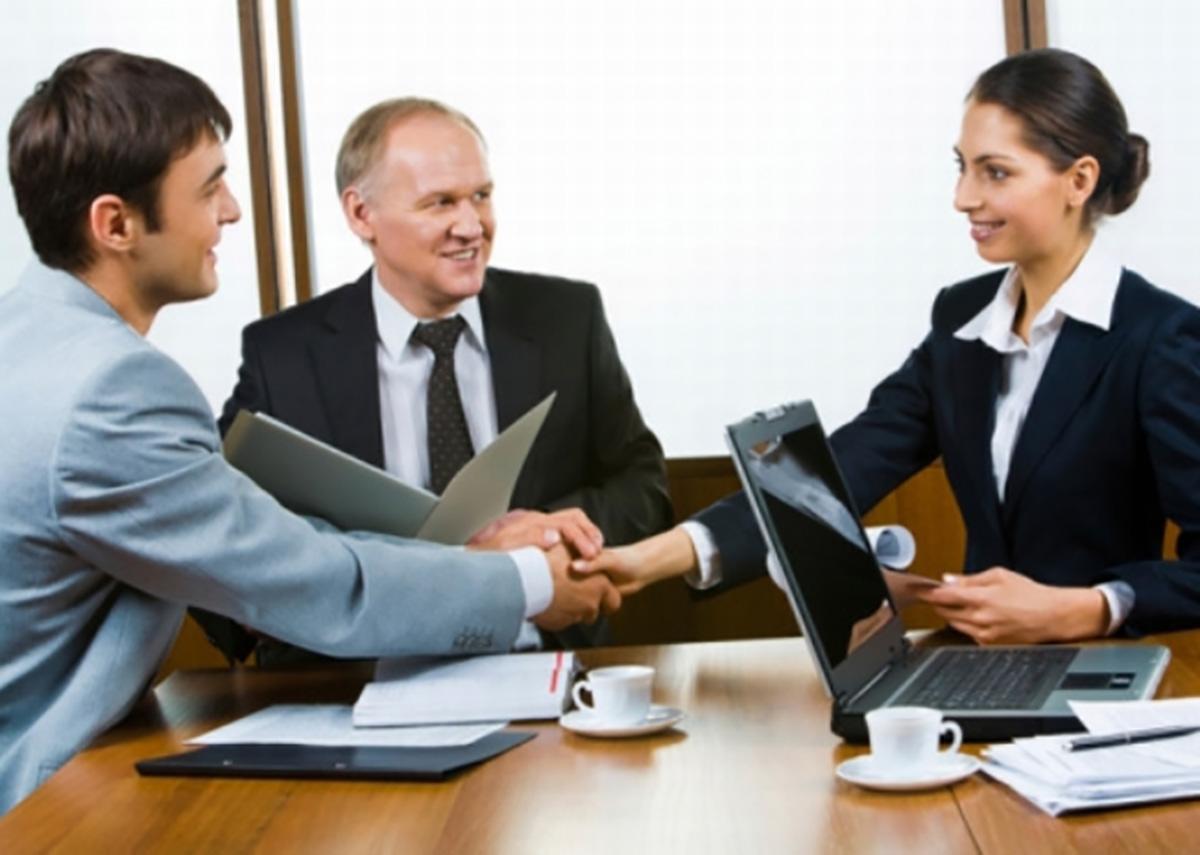 Administradores consiguen m s trabajo por recomendaci n for Oficina de empleo mas cercana