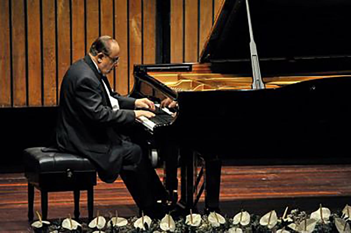 El maestro Jesús Pinzón se graduó del Conservatorio de la Universidad Nacional.